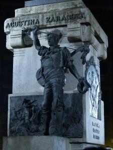 Seguro que habéis visto montones de veces al baturro del monumento de la Plaza del Portillo, pero ¿alguna vez le habéis oído cantar?