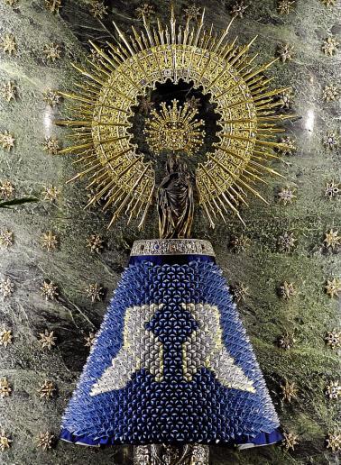 Manto de la Virgen hecho de papel
